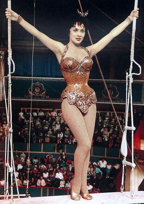 Gina Lollobrigida   *via 'the nifty fifties' blog