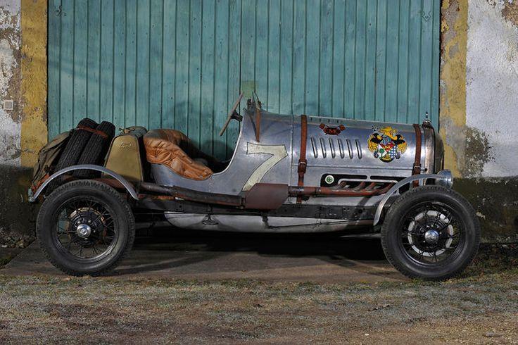 Ein Vorkriegs-Sportwagen ist ein Traum vieler Oldtimerfreunde, lässt sich aber wegen hoher Preise oft nicht realisieren. Diesen Ford A Speedster können sie ab rund 25.000 Euro aufbauen. Wie wär's.