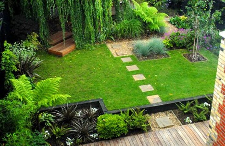 There's a bit of a zen-like oriental feel to this back garden. The decking, black painted sleepers and geometric paths and borders look great in this garden. Most garden designs rely on gentle curves, so it's nice to see a block based layout working so well!