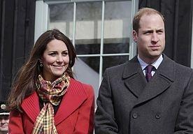 6-Apr-2013 14:10 - MEISJE WEIGERT KUS PRINS WILLIAM. Prins William en Kate worden op bezoek in Schotland warm onthaald door fans van het Britse koningshuis. Maar een jong meisje moet niets van de kroonprins weten.