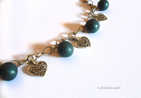 Bracelet with pearls of color midnight blue shiny Handmade Pasta Corn or China Cold and charms in heart pierced silver. Bell bright blue color. All this is without nickel. The bracelet measures approximately 21 cm. The beads are coated with protective layer, however, do not recommend to dip directly into liquid because it may lose color. A nice gift idea for Spring / Summer, Birthdays, Anniversaries, Special Occasions, woman, girl.