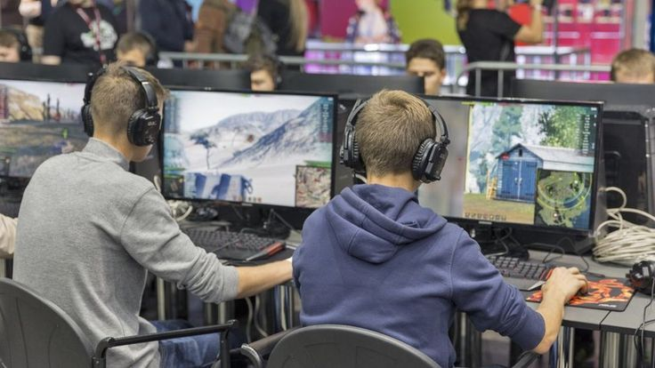 Video games could boost university skills, study finds - BBC News