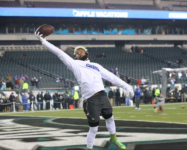 PHILADELPHIA, PA --  December 22, 2016. --  New York Giants wide receiver Odell Beckham Jr. (13) wows the fans with a series of one hand catches during warm ups prior to the New York Giants/Philadelphia Eagle game at Lincoln Financial Field.  Photo by Bruce Adler