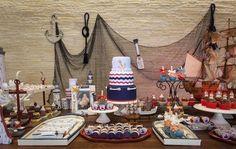 Mesa de doces em festa de aniversário com tema marinheiro. Foto: Douglas Daniel