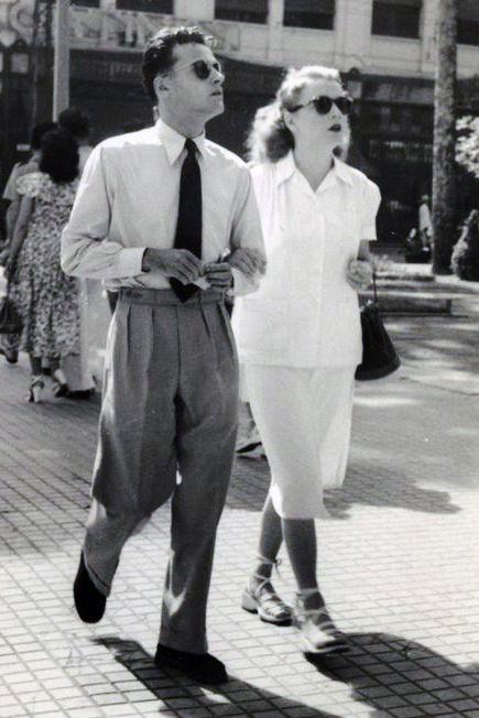vintage photos: Old Schools, 1940 Couple, Vintage Couple, Vintage Fashion, Casual 1940S, Vintage Photographers, Cutest Couple, 1940S Couple, 1940 S Couple