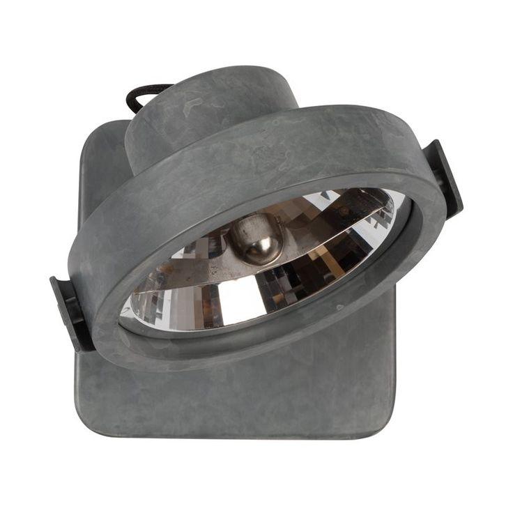 De Zuiver Spot Light Dice heeft een subtiel ontwerp, dat je makkelijk in je interieur integreert. Je kunt de spot in alle gewenste richtingen verstellen, zodat je zelf de lichtval bepaalt. Een ideale lamp voor in de hal, de keuken of het toilet.