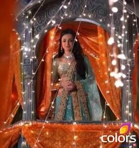 Sanaya Irani as Paro #Rangrasiya #Colors