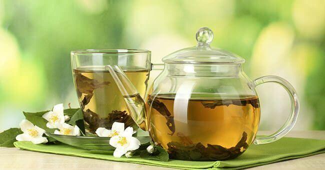 Kilo vermeye çalışırken etkileri arttırmak için yeşil çay içilebilir. Peki yeşil çay ile tam olarak nasıl kilo verilebilir? tklf.me/1sdZxMO