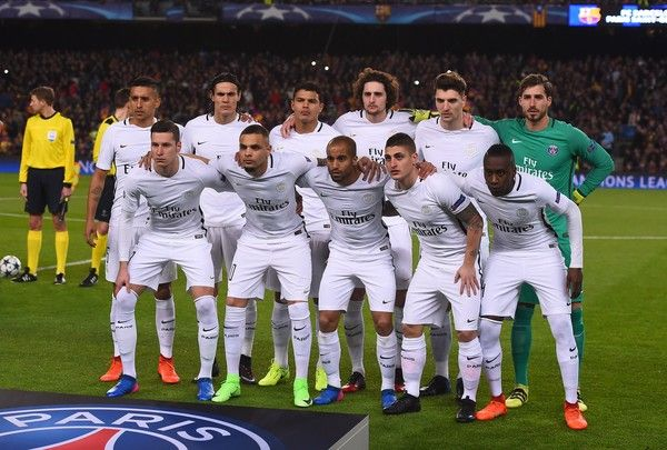 Paris Saint-Germain's players pose before the UEFA Champions League round of 16 second leg football match FC Barcelona vs Paris Saint-Germain FC at the Camp Nou stadium in Barcelona on March 8, 2017. / AFP PHOTO / Josep Lago