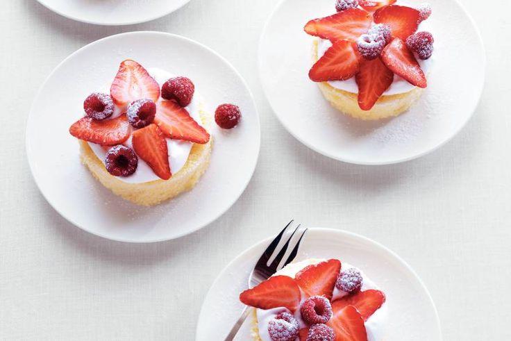 Kijk wat een lekker recept ik heb gevonden op Allerhande! Supersnel gebakje met vers fruit
