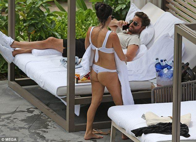 Kourtney Kardashian Flaunts Sexy Bikini Bod As She Vacations With Scott Disick & Their 3 Kids