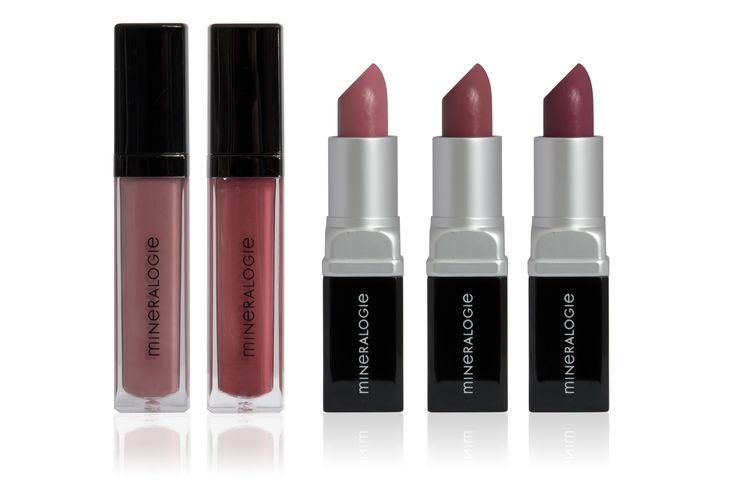 V.l.n.r.:  Door welke prins wil jij gekust worden? De soft matte muted pink Lipgloss Enchanting en de deep matte mauve Lipgloss Timeless geven je de keus…  Of je voor de lippen van Doornroosje, Ariel of Sneeuwwitje kiest: De lippenstiften en lipglosses variëren van de perfecte 'je natuurlijke lippen maar dan beter' look tot een donker rode pruimenkleur. Lipstick Dusky Pink is een pale nude pink, Vintage Plum een mid-tone pink en de Brazen Berry een dark red plum #Mineralogie #Mineral #Makeup