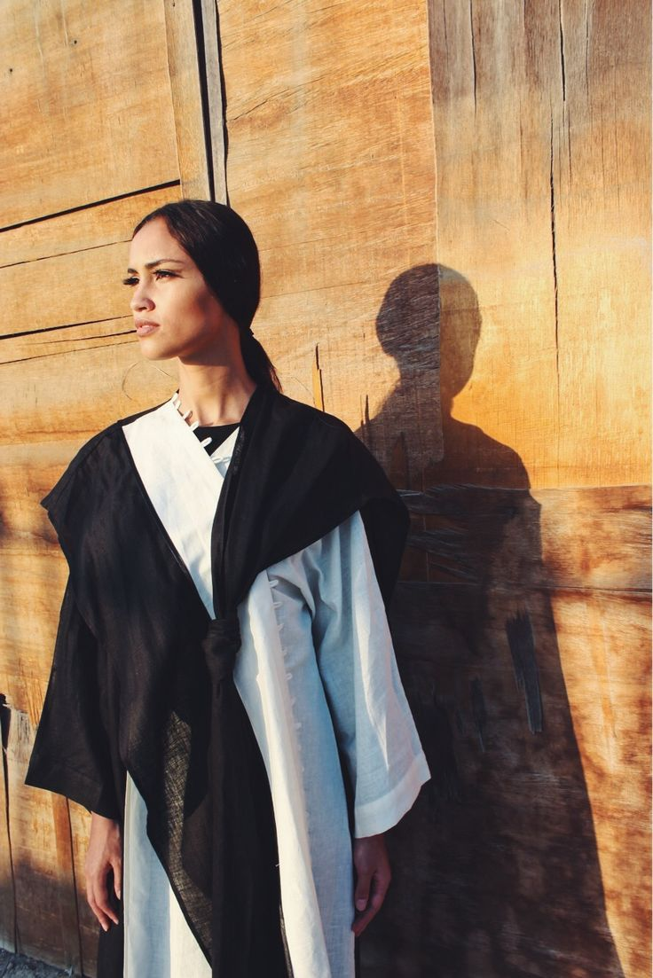 Nothing beats a classic black and white outfit or this case, a B&W abaya!