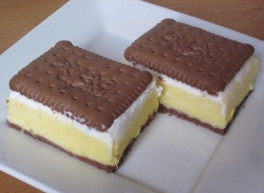 Recept na výborný BeBe koláč   2 balenia kakaových BeBe sušienok – 1 liter mlieka – 2 kusy vajec – 2 balenia vanilkového pudingu Dr. etker –  3 lyžice polohrubej múky – 1 balenie vanilkového cukru – 7 lyžic kryštáloveho cukru – 2 balenia šlahačky v prášku Krém vylijeme na BeBe sušenky a necháme vychladit v lednici. Mezitím si podle návodu na sáčku uděláme šlehačku a natřeme ji na vychladlý krém. Navrch pokládáme druhé balení BeBe sušenek.