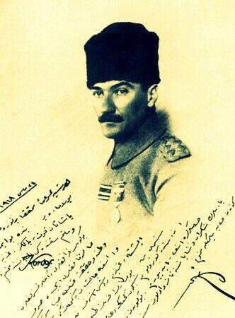 Yıl 1918, mayıs ayı.  Birinci Dünya Harbi sona ermek üzere...  Mustafa Kemal'in mavi gözleri hüzünle doludur. Ama, ümitsiz değildir. Bir dostuna hediye ettiği fotoğrafın altına yazdığı ithafta şu cümle vardır:  《Her şeye rağmen, muhakkak bir nura doğru yürümekteyiz.》