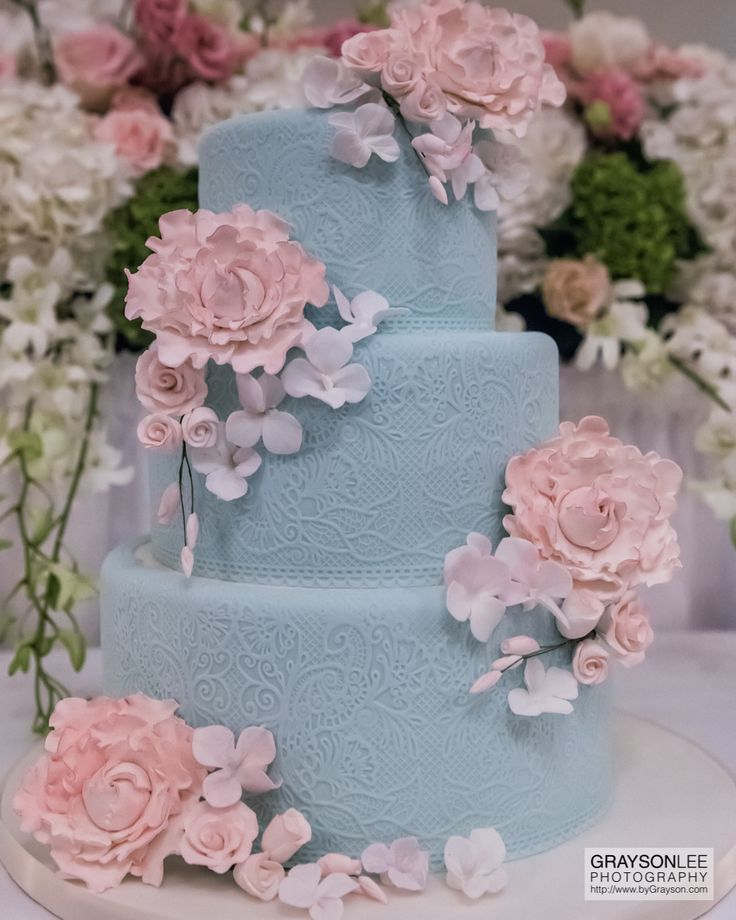 A beautiful wedding cake at a wedding reception at the iconic Old Mill Inn in Toronto.