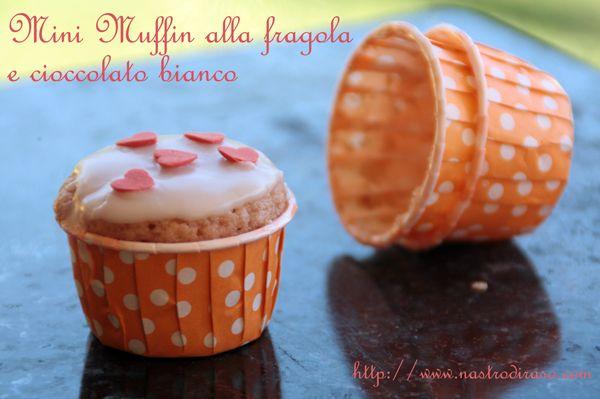 Muffin al cioccolato bianco e succo di fragola | Nastro di Raso