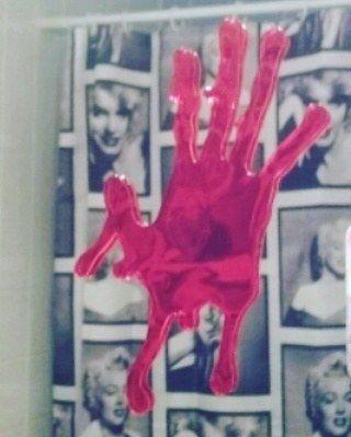 bloed in mijn badkamer he bah ! o JA tis halloween !