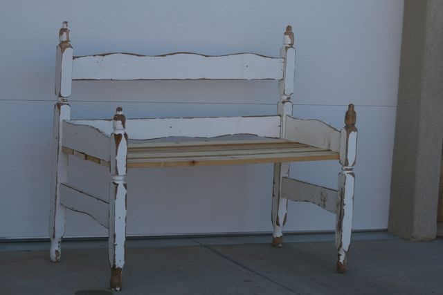 Twiddle Thumbs: Repurposed Twin Bed.... Bench!