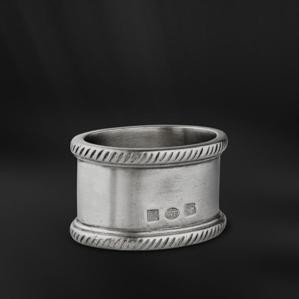 Oval Pewter Napkin Ring - Length: 5,5 cm (2,2″) - Width: 4,5 cm (1,8″) - #pewter #napkin #ring #peltro #allacciatovagliolo #allaccia #tovaglioli #zinn #serviettenring #étain #etain #rond #serviette #peltre #tinn #олово #оловянный #tableware #dinnerware #table #accessories #decor #design #bottega #peltro #GT #italian #handmade #made #italy #artisans #craftsmanship #craftsman #primitive