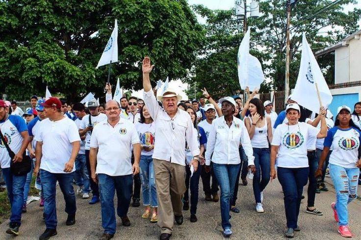 Freddy Valera: Derrochan en Carnavales y hay gente comiendo basura - http://wp.me/p7GFvM-Cn2