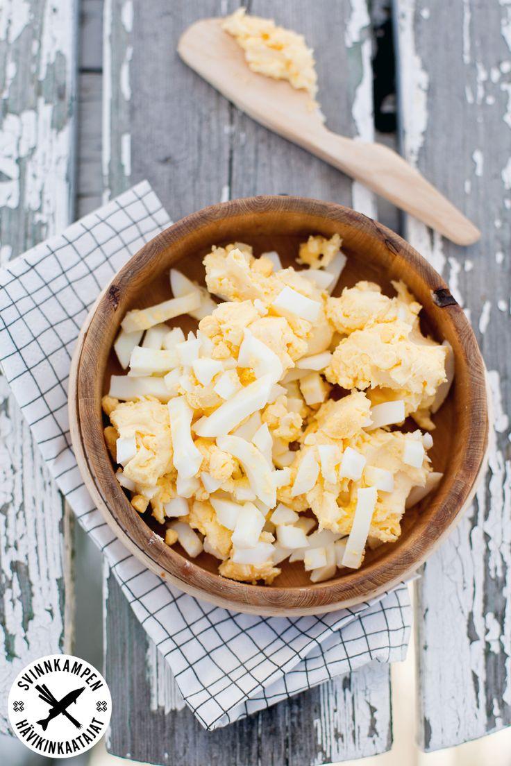 Överlopps kalla kokta ägg? Den självklara lösningen är äggsmör, receptet finns här: http://martha.fi/sv/radgivning/recept/view-93381-4337