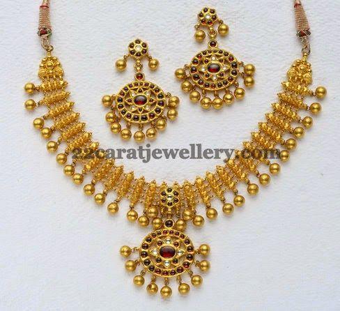Jewellery Designs: Kundan Set Below 50Gms