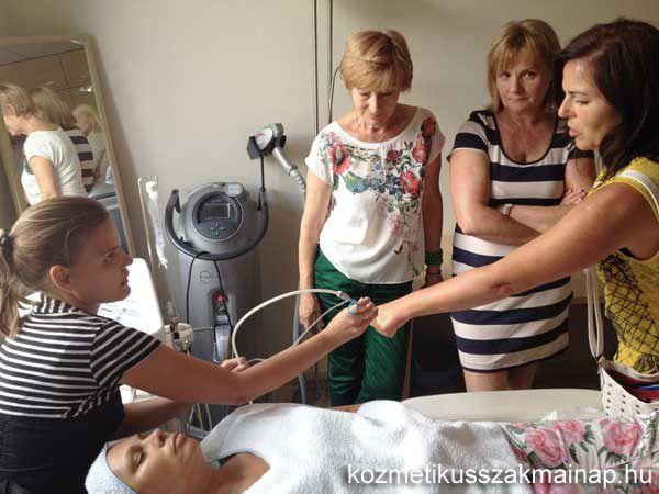 Octoline kozmetikai kezelőgép gyakorlati bemutató.  http://kozmetikusszakmainap.hu/eloadasok/octoline-a-nyolckaru-kozmetikus/