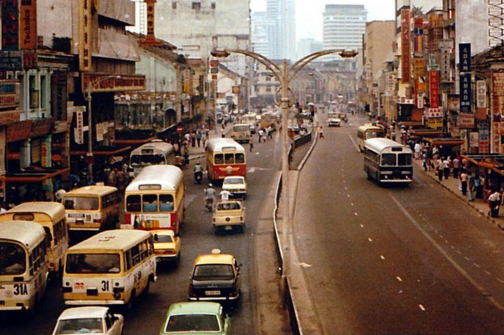 Kuala Lumpur dinobatkan sebagai ibu negara Malaysia sebaik saja negara ini bebas dari penjajahan British. Bagaimana agaknya wajah bandaraya Kuala Lumpur suatu ketika dulu? Kami bawakan untuk anda wajah-wajah klasik Kuala Lumpur dari zaman seawal 1880-an hingga ke zaman 90-an seperti yang telah dikongsikan di Tumblr Vintage KL. Kami percaya gambar-gambar ini pasti membawa kembali nostalgia lama buat Gen X dan memberi keterujaan untuk Gen Y mengenali Kuala Lumpur di masa silam. 1. 1888…