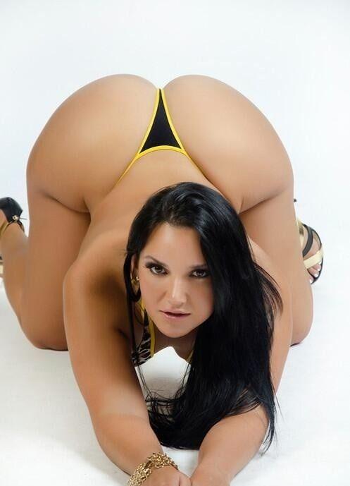 beautiful curvy women ♥