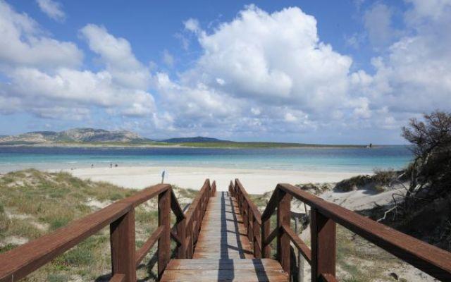 La Sardegna è l'Isola dell'estate. L'Isola con alcune delle spiagge più belle di tutto il Mondo. Da nord a sud questa perla disposta proprio al centro del Mediterraneo regala dei luoghi meravigliosi