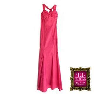 Vestido largo fuscia rosado. Disponible para alquiler