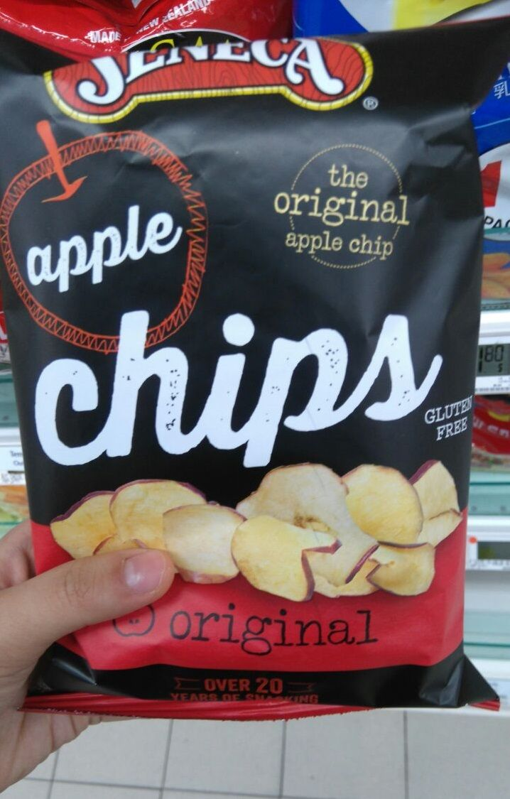 Seneca Apple Chips. Material: Aluminium Foil Packaging. Net Weight: 71g. Large serving size that is ideal for sharing. It is packed with Modified Atmospheric Packaging (MAP) with nitrogen. Well decorated with clear product identity.