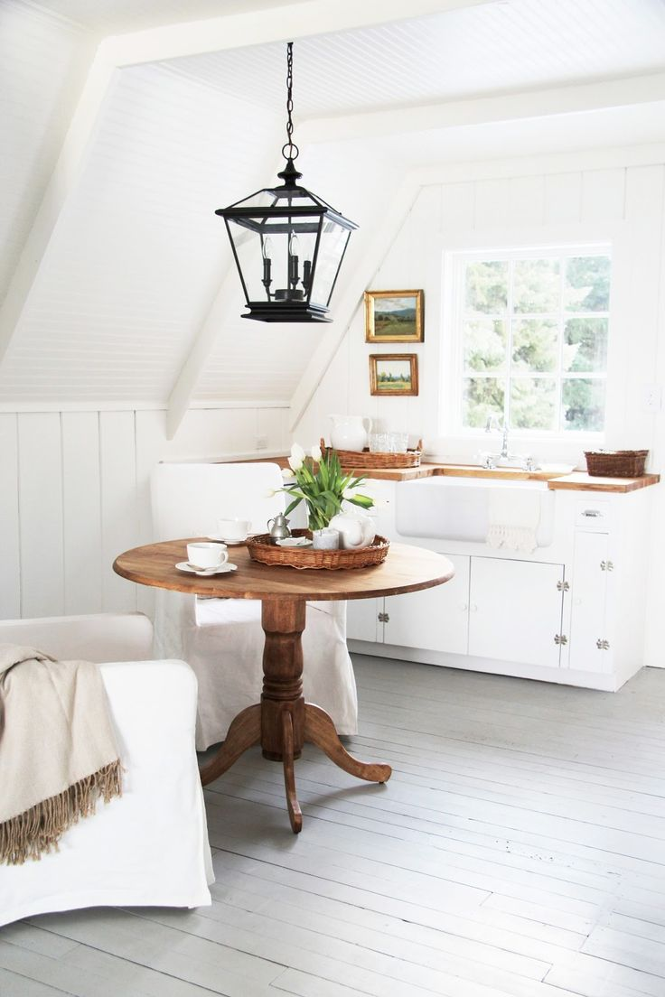 a beautiful guest cottage i don 39 t usually like this much white on white but this is well done. Black Bedroom Furniture Sets. Home Design Ideas