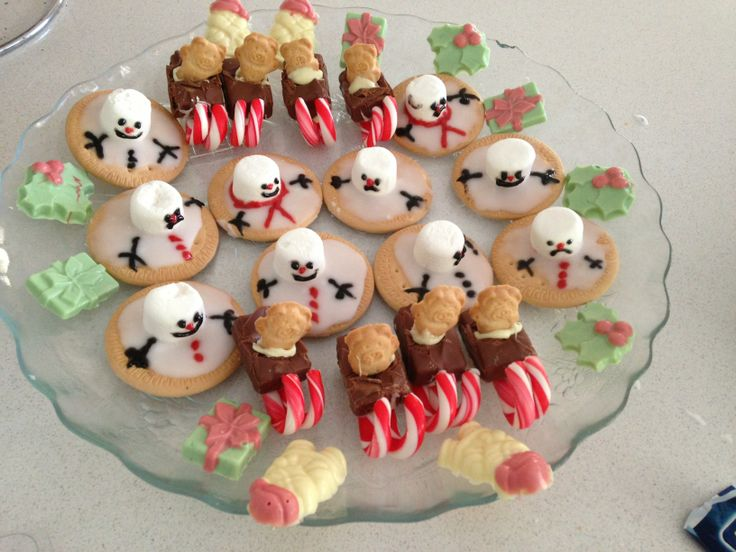 Fun xmas treats for kids, and the kids love helping make these, esp the melting snowmen - so easy. My daughter was on the marshmallow duty :)