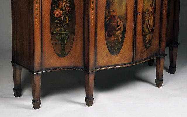 What Does A Spade Foot Look Like On Antique Furniture