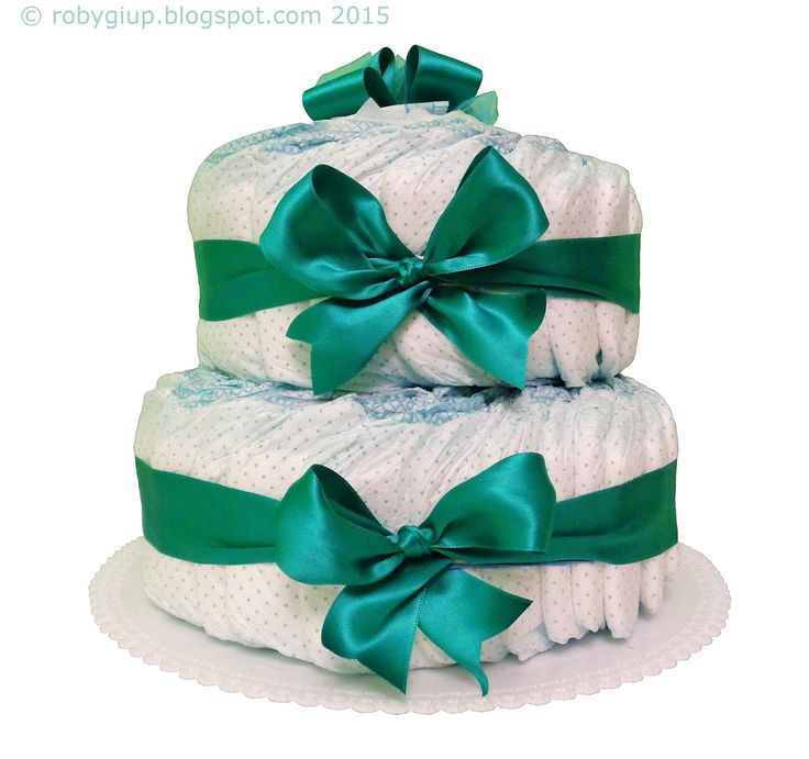 Torta di pannolini in verde smeraldo: utile e decorativo regalo nascita per bimbo! - Diaper cake in emerald green: useful and decorative baby shower gift for a little boy! - RobyGiup handmade #newborn #mother #parents #baby #shower #gift #idea