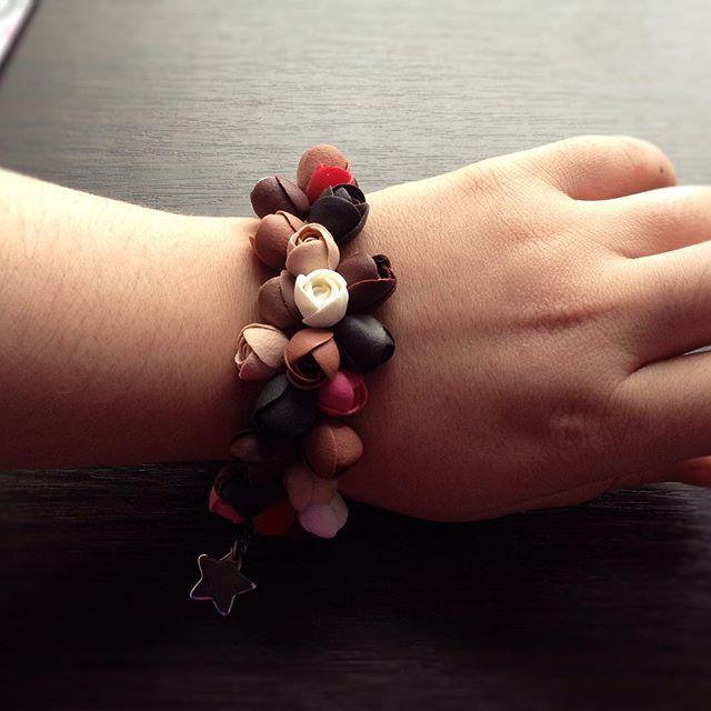 Вот так он выглядит на руке #8_марта #день_святого_валентина #назаказ #продажа #подарок #украшение #украшениеназаказ #ручнаяработа #браслет #цветы #вналичие #полимерка #полимернаяглина #полимерная_глина #polymerclay #polymer_clay