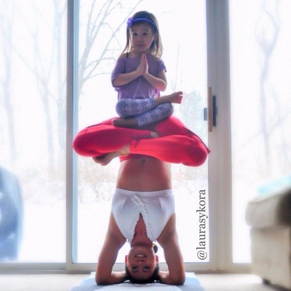 Mother and 4-Year-Old Daughter Take Impressive Pictures Of Their Yoga Poses