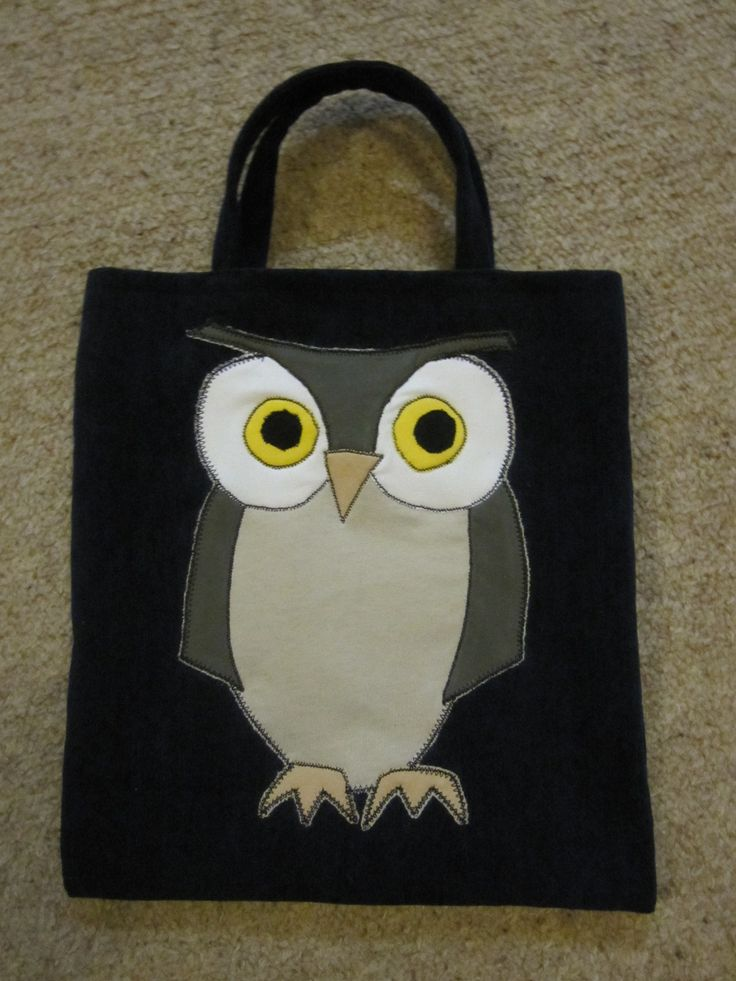 An appliqued owl bag with lining and pockets on the inside.