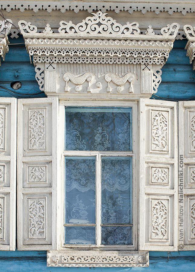 Russian decorated window frame with window shutters Нерчинский белый наличинк | Nalichniki.com