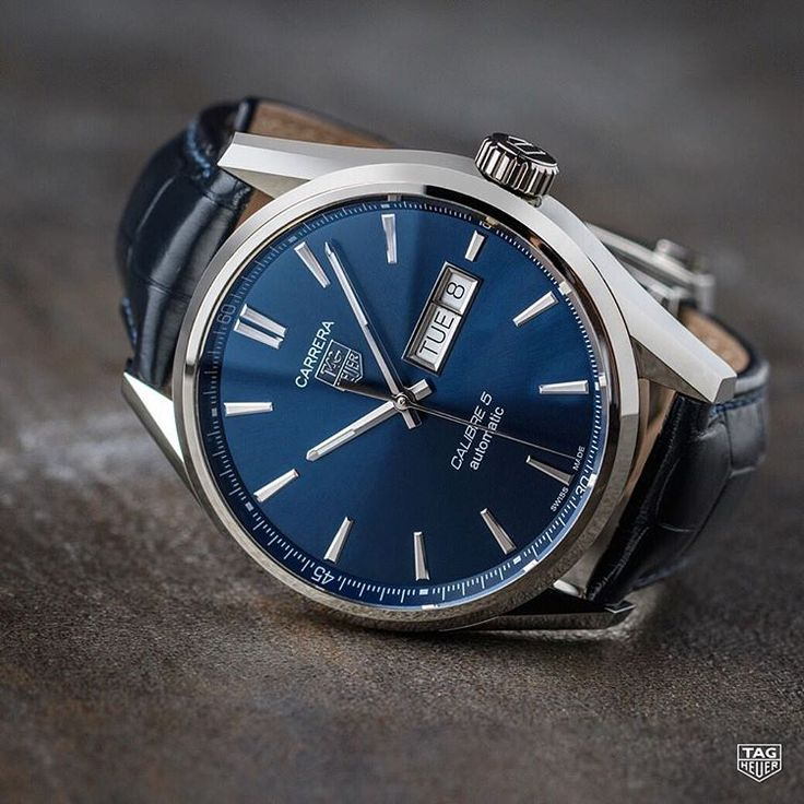 The TAG Heuer Carrera Calibre 5 Day Date: the perfect blend of comfort and durability.