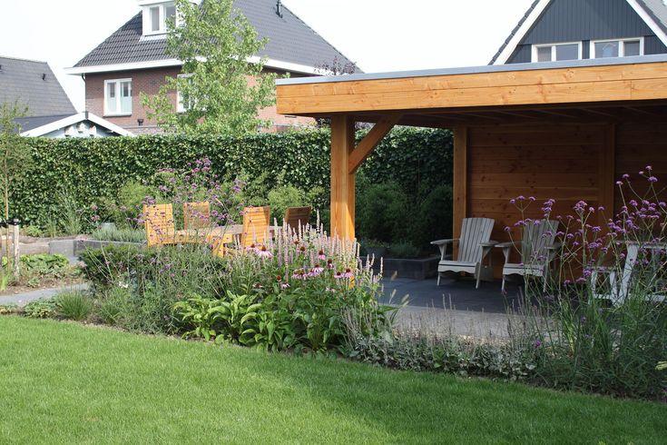 Een weelderige tuin is een lust voor het oog. Kijk op TuinTuin.nl voor talloze voorbeelden van weelderige tuinen en laat je inspireren aan de hand van duizenden foto's en honderden blogs.