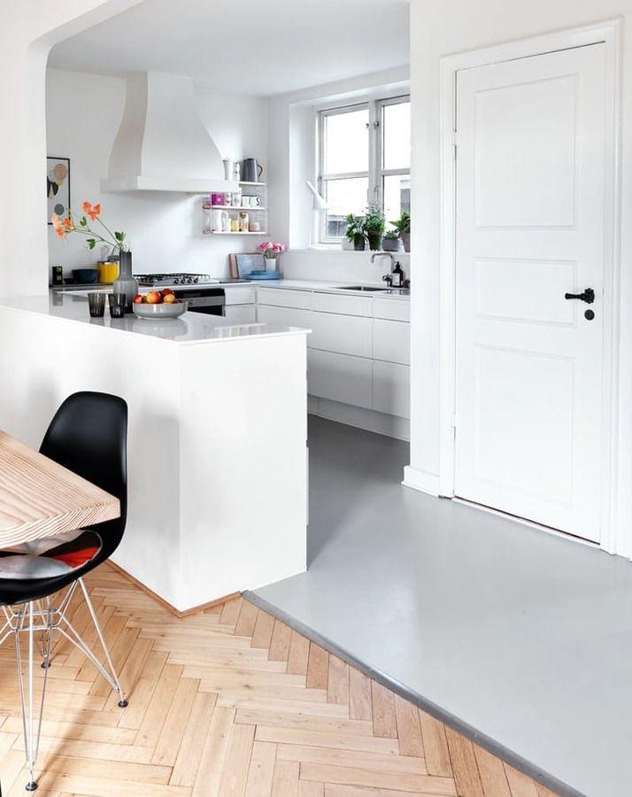 Cocina con mobiliario gris / 7 ideas para la cocina que te harán ahorrar dinero #hogarhabitissimo