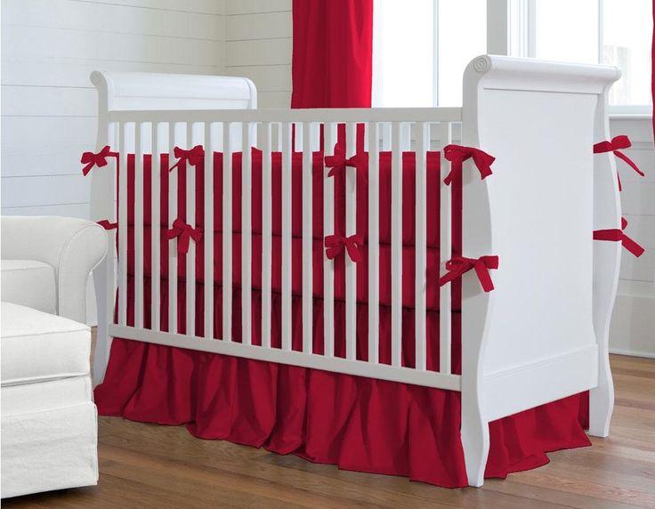 Muitas mamães são apaixonadas pelo vermelho e desejam usar a cor na decoração do quarto do seu bebê, mas acabam desistindo da ideia por receio do impacto que a tonalidade pode causar. Realmente o vermelho é marcante e deve ser utilizado com cautela, mas nada impede que a cor seja o grande diferencial da decoração, com estilo e elegância. E você pode começar já pelo berço. Na matéria de hoje, trouxemos uma interessante seleção de kit berço vermelho, para te inspirar.
