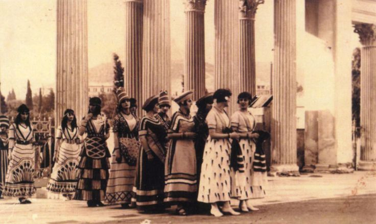 Greek women clad in copies of Minoan dress for the celebrations of the Lyceum Club in 1926. Source: Photographic Archive of the Lyceum Club of Greek Women.