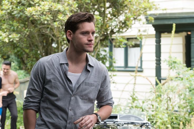 Luke Kleintank in The Man in the High Castle Season 2 (10)