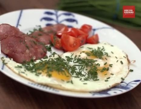 Opskrift til morgenmad på 5:2 Kuren med kun 261 kalorier: Spejlæg og kalkunbacon med grønt twist