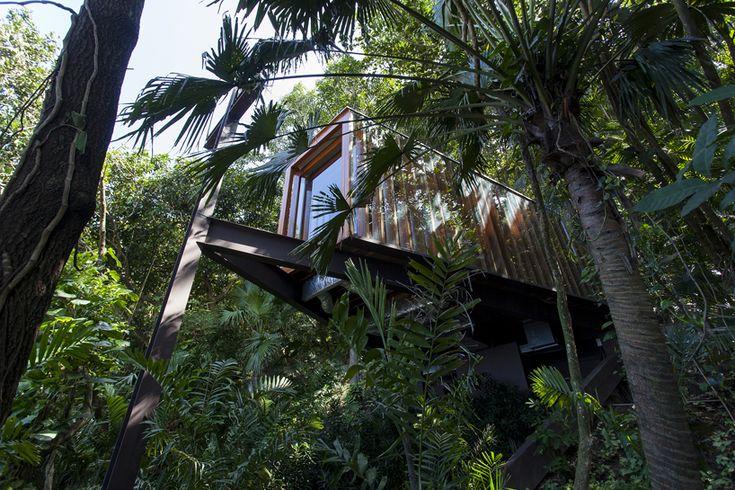 bernardes arquitetura projects triangular platform chapel towards the brazilian sea