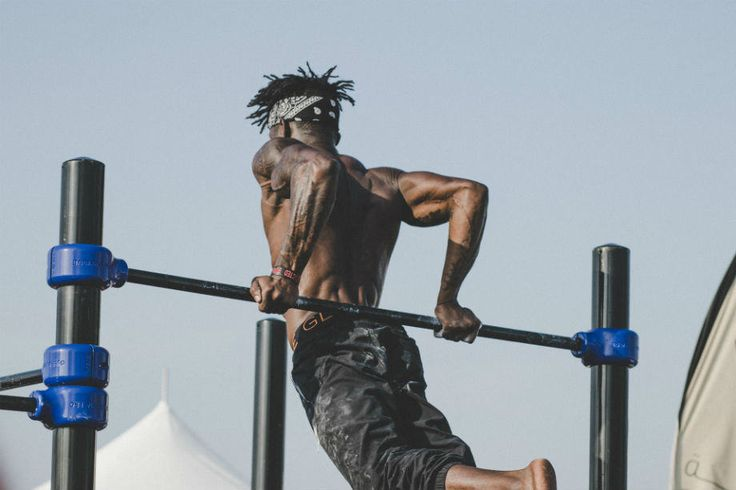 1. Masse Aufbauen mit dem Ganzkörpertraining  Als Anfänger ist es erstmals immer besser für dich in den ersten 2 – 3 Monaten einen Ganzkörperplan zu machen. Du solltest dabei in jedem Training die großen Muskelgruppen mittelschwer trainieren u...